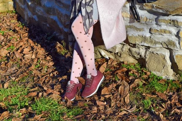 тенденции-в-розово-фигурален-чорапогащник-моден-блог